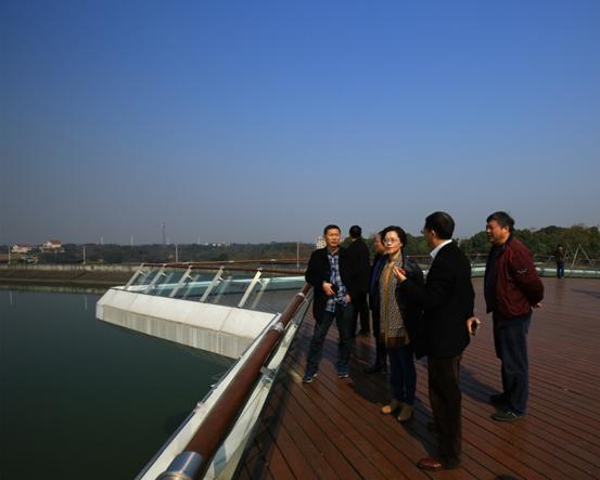 周艳副局长听取张林安主任关于兰湖度假区的情况介绍